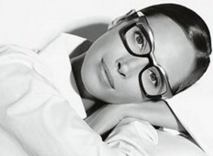 girl with glasses leaning on knee image